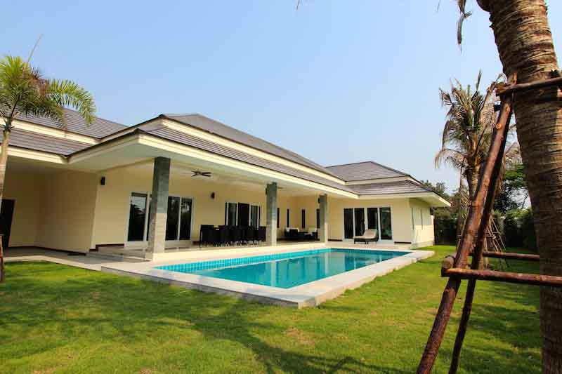 The clouds great quality pool villas hua hin property for 8 villas hua hin